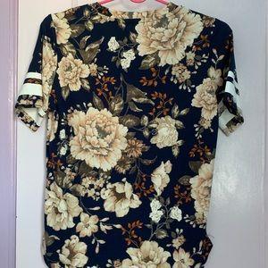 Heart & Hips Tops - Heart & Hips Floral T-shirt (NWOT)